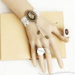 Classic Lace Hand Ring Bracelet